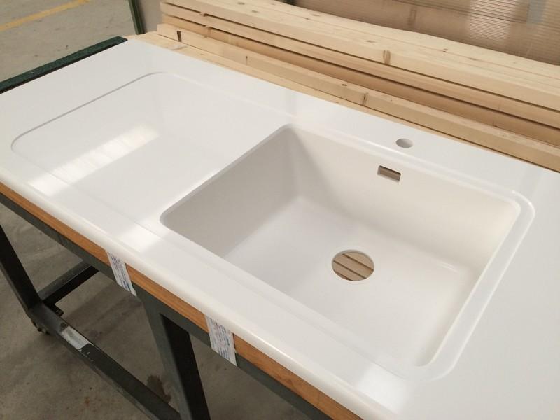top cucina vasca in agglomerato di quarzo stone italiana u-design con colatoio