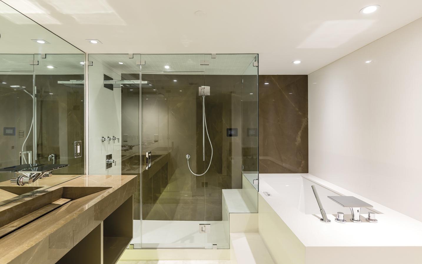 rivestimento bagno in neolith pulpis top con lavelli integrati vasca da bagno in articwhite